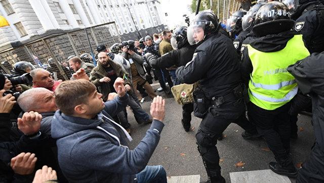 Двое полицейских ранены на митинге Саакашвили