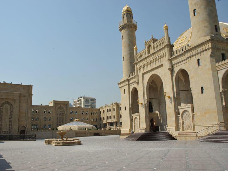 Перед этой мечетью построят парковку на 360 автомобилей