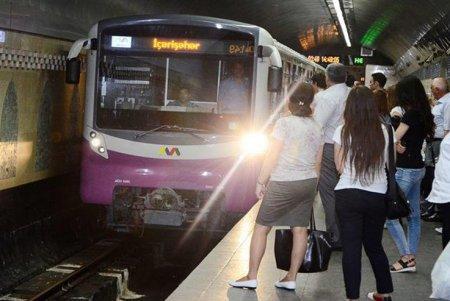 Bakı metrosunda qatar tuneldə qaldı