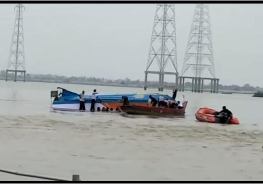 У берегов Туниса затонула лодка с беженцами