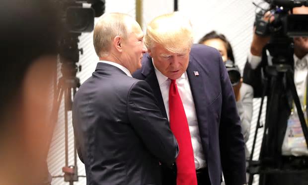Путин и Трамп побеседуют тет-а-тет в Готическом зале