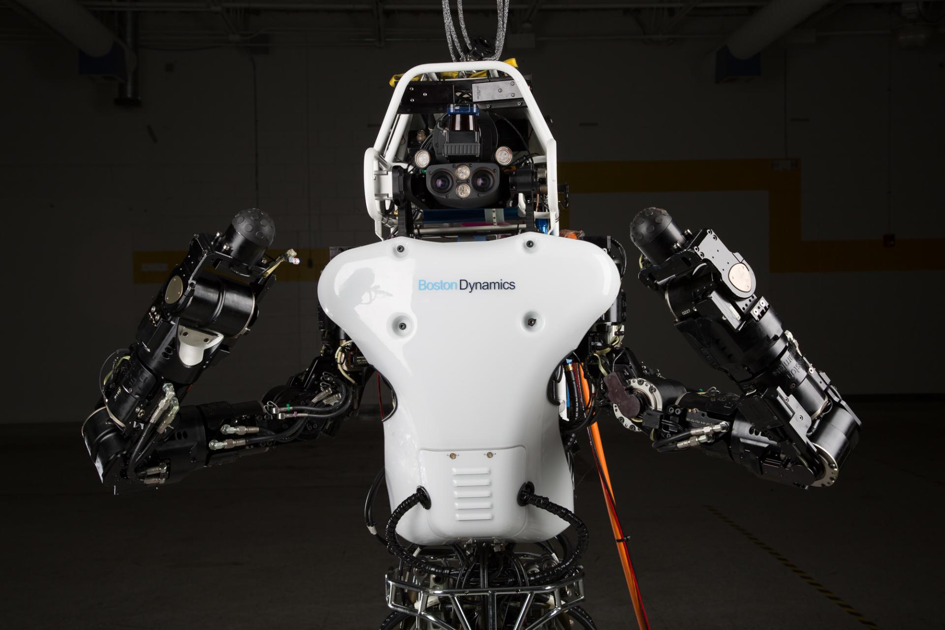 Американцы научили робота делать сальто - Видео