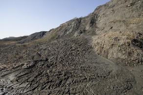 Обвал грунта в Зыхе, под завалами рабочий