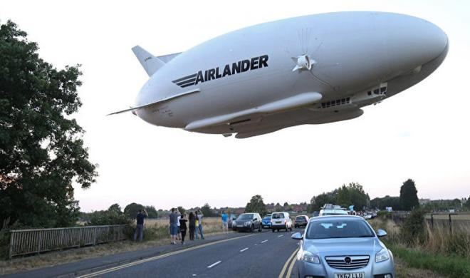World's largest aircraft  crashes in England - Video