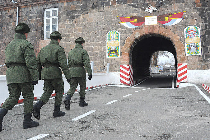 Армяне хотят наложить лапу на российскую базу в Гюмри