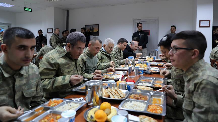 Йылдырым пообедал с турецкими военными