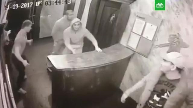 Gecə klubunda atışma: 1 ölü, 1 yaralı - Video