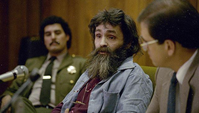 Умер известный серийный убийца Чарльз Мэнсон