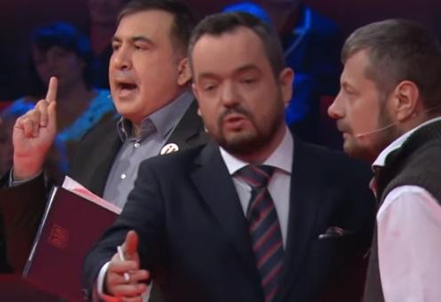 На Саакашвили напали в прямом эфире - Видео