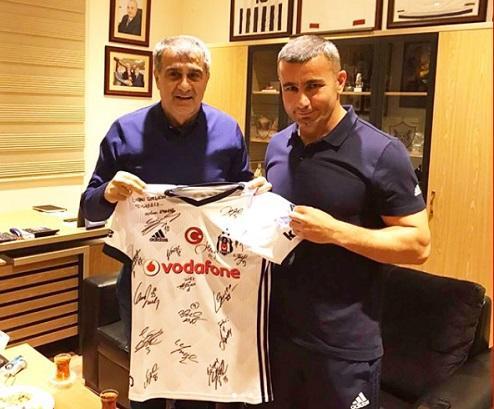 """""""Beşiktaş""""dan Qurban Qurbanova hədiyyə - Foto"""