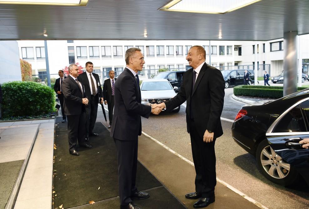 Ильхам Алиев пригласил генсека НАТО в Азербайджан