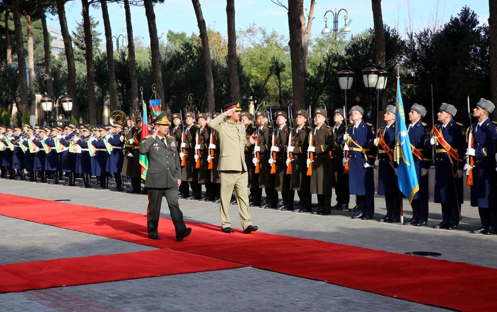 Закир Гасанов встретился с пакистанским генералом