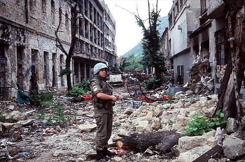 Yuqoslaviyanın bombardmanı doğru addım idi - Almaniya