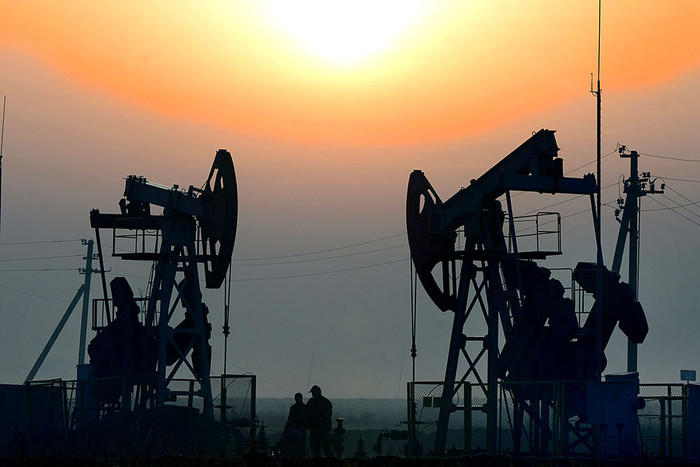 Oil price falls in the world market
