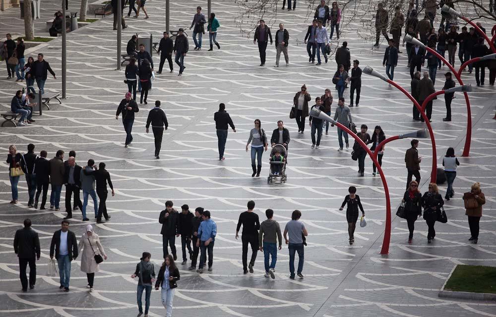 Azərbaycan əhalisinin sayı 9,9 milyon nəfərə çatır