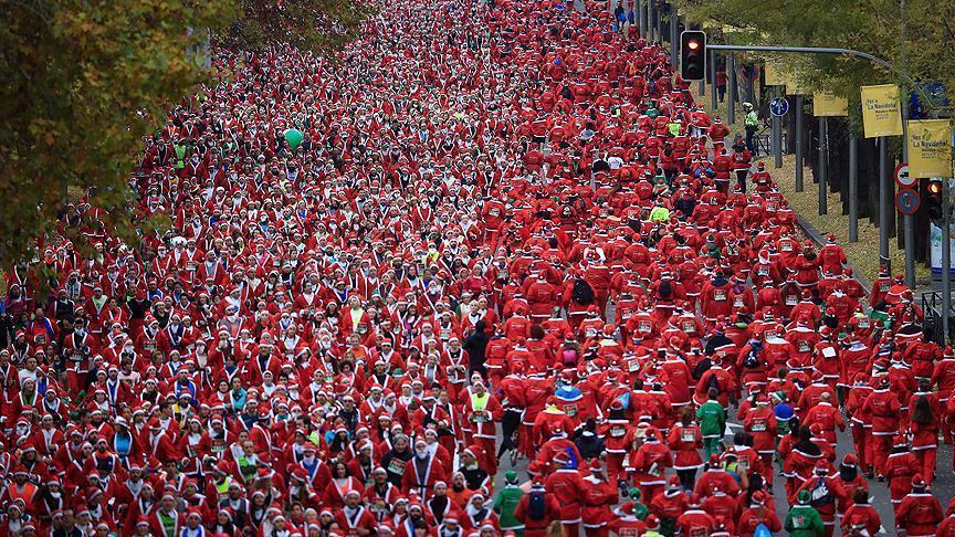 В Мадриде прошел марафон Санта-Клаусов - Фото
