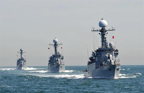 США, Япония и Сеул начали военные учения