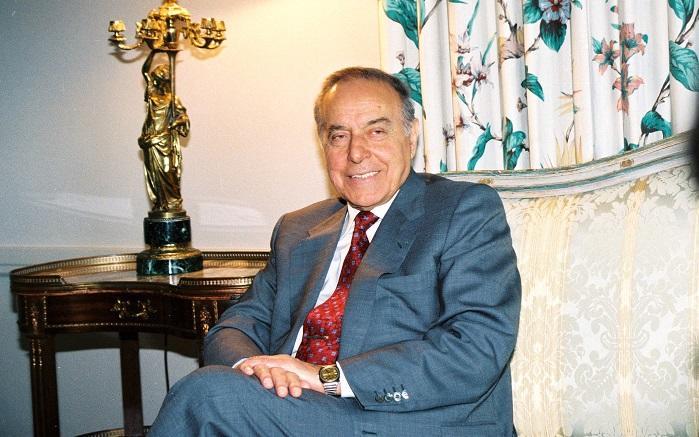 Всадник, скачущий впереди: Гейдар Алиев