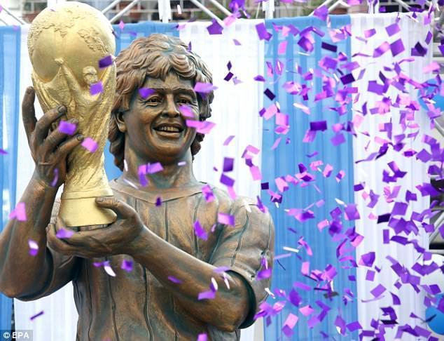 Maradonanın heykəli lağa qoyuldu