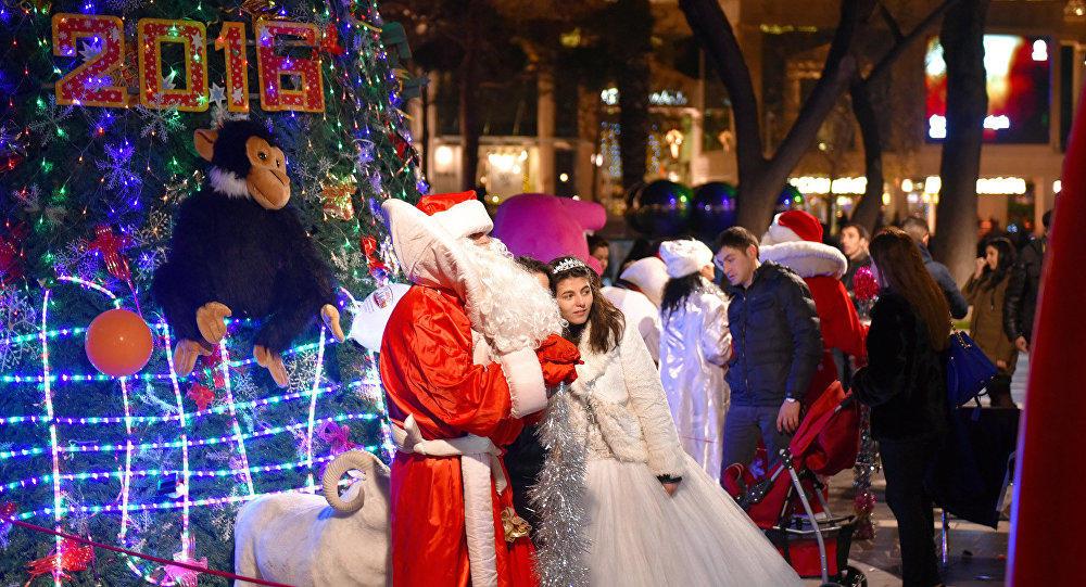 Баку может остаться без Дедов Морозов и Снегурочек