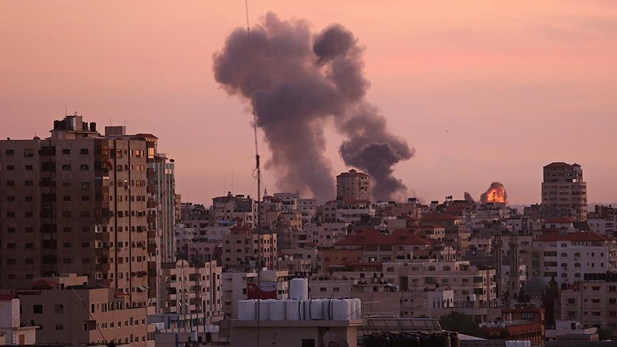 Israeli tanks shell Gaza Strip, injure Palestinian
