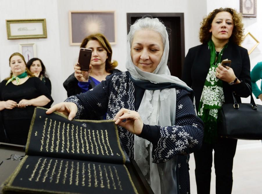 """Dünyada ilk ipək kitab """"Qurani-Kərim""""in təqdimatı oldu"""