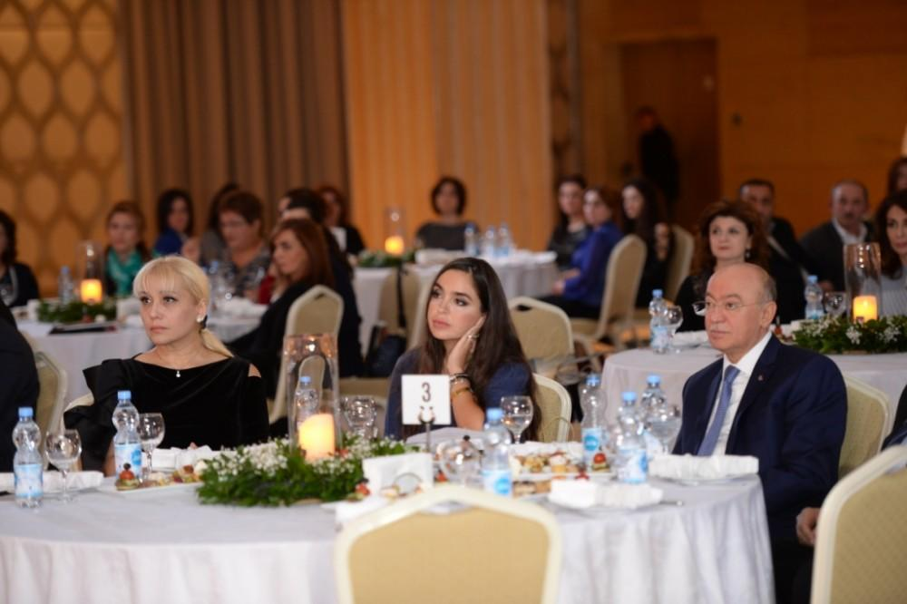 Лейла Алиева прочитала свои стихи - Фото
