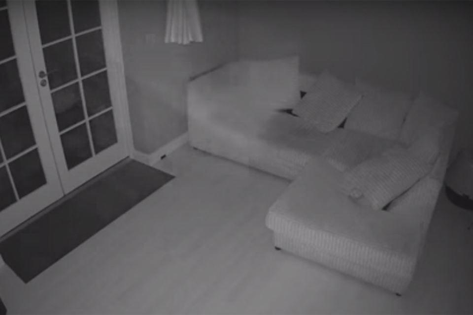 """В старинном доме в Британии появилось """"привидение"""" - Видео"""