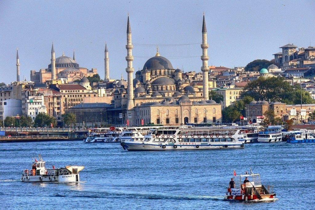 В Стамбуле отменены морские рейсы