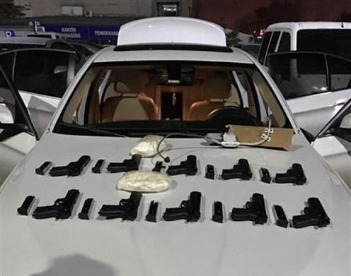 Azərbaycanlı Ankarada tutuldu: 11 tapança, kokain... - Foto