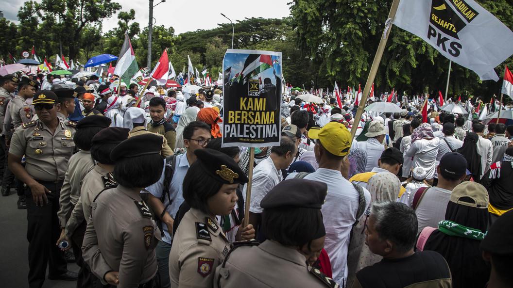 Minlərlə insan Trampa qarşı – Qüds qərarı