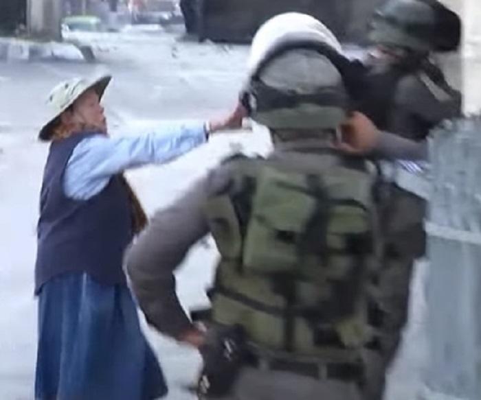 Как бабушка израильтян и палестинцев разнимала - Видео