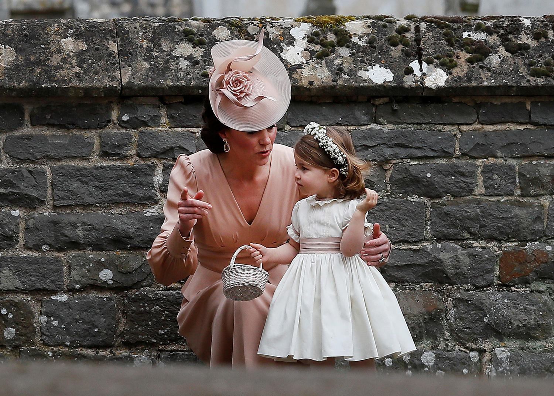 Двухлетняя принцесса Шарлотта идет в детский сад