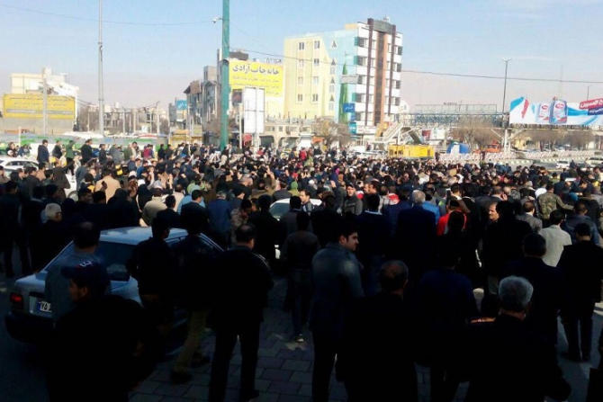Protest in Iran do not stop: IFVs deployed -