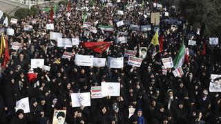 Güneydə İran bayrağı ayaqlar altına atıldı - Video