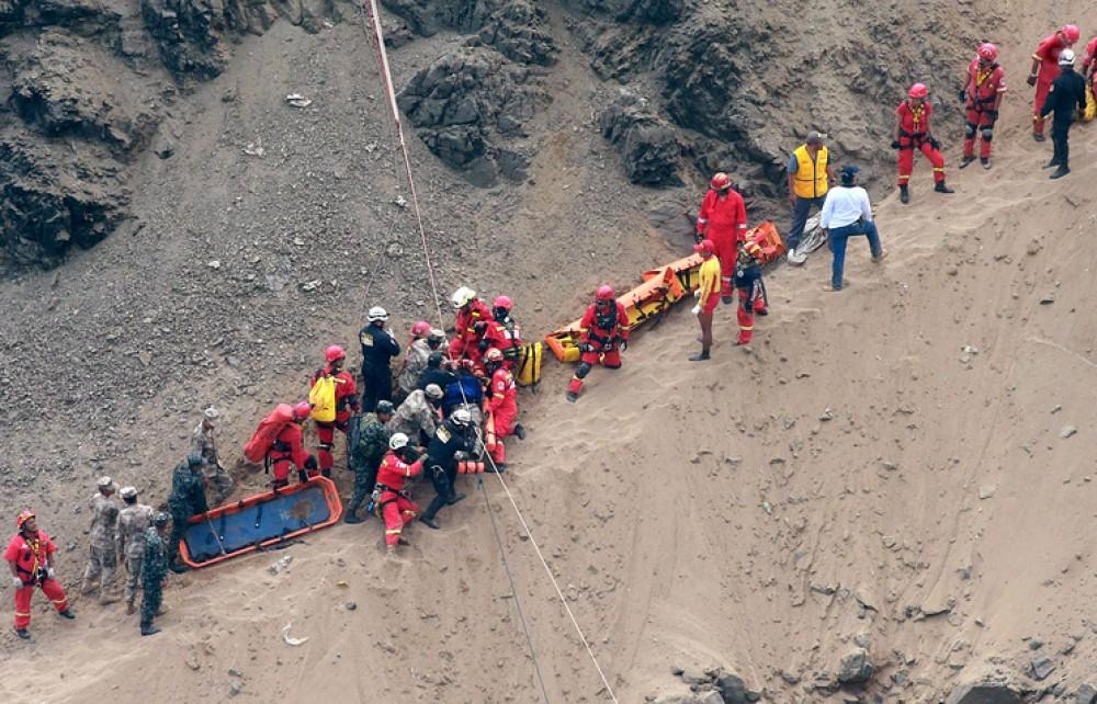 Avtobus 200 metrdən uçuruma aşdı: 44 ölü, 10 yaralı