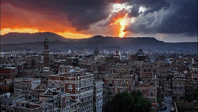 İran Yəmənin liman şəhərinə silahlar göndərdi