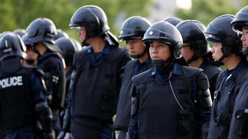 В Японии мужчина взял в заложники женщину