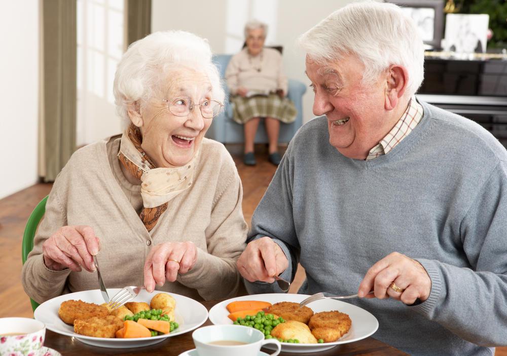 Пожилым людям необходимо употреблять в пищу