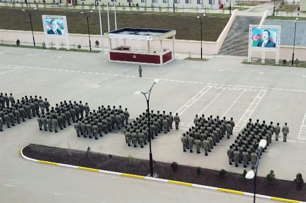 Gənc əsgərlər hərbi hissələrə qəbul olundu - Video