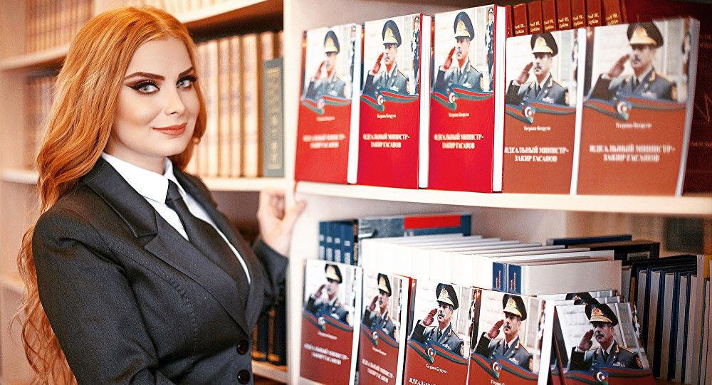 Модель из спецназа посвятила книгу Закиру Гасанову - Фото
