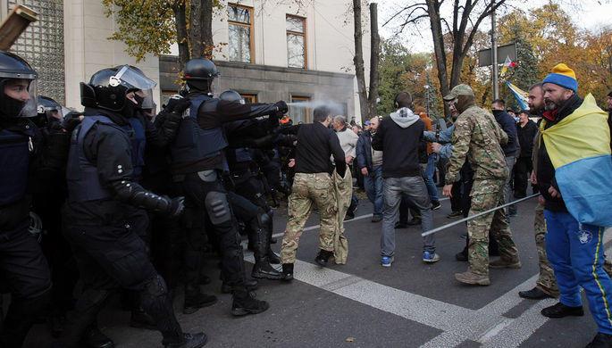 У здания Рады в Киеве начались столкновения