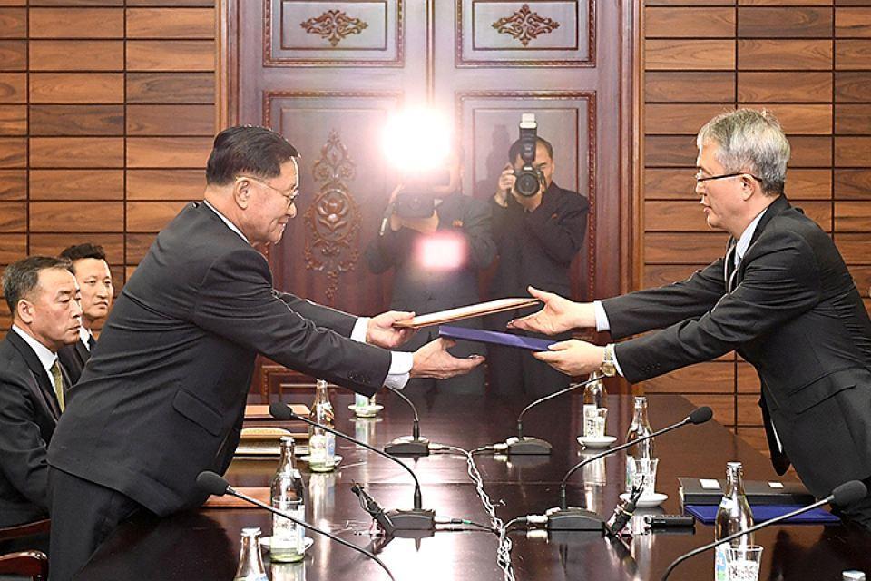 КНДР и Сеул пройдут на Олимпиаде под общим флагом