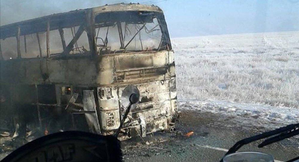 Qazaxıstanda dəhşət: 52 nəfər avtobusda yanaraq öldü