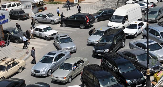 Diqqət: qanunsuz parklanma edən sürücülər… -
