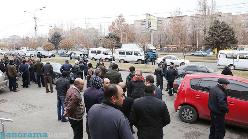 В Ереване на акцию протеста прикатили «Копейку»