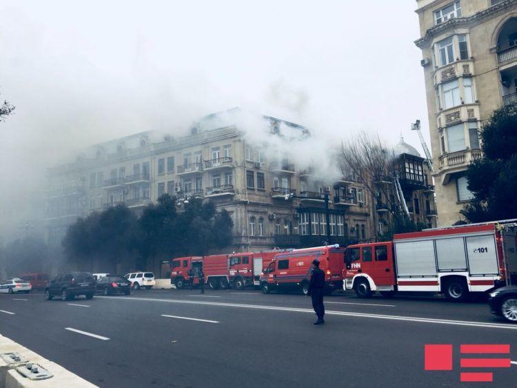 Пожар в жилом здании в Баку потушен - Фото