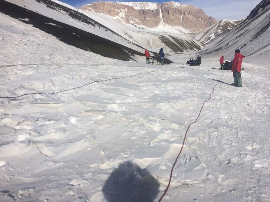 Search continues for missing mountain climbers -