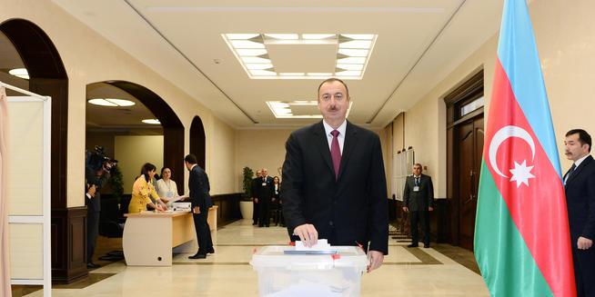 Prezident və xanımı səs verdi