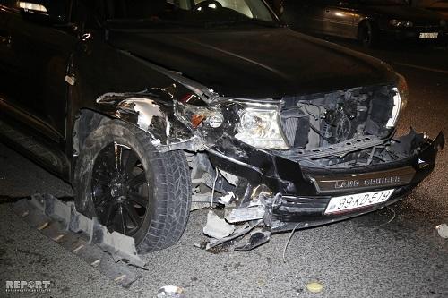 """""""Mersedes"""" hasara çırpıldı: sürücü öldü"""